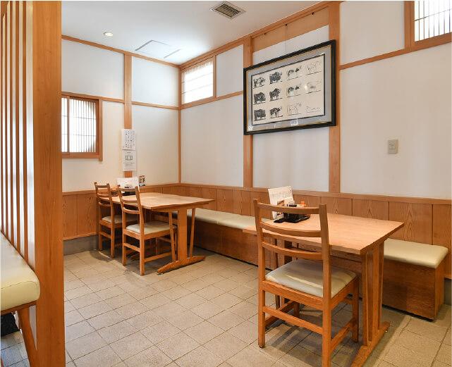 1Fテーブル 16席(2人掛け×8卓)